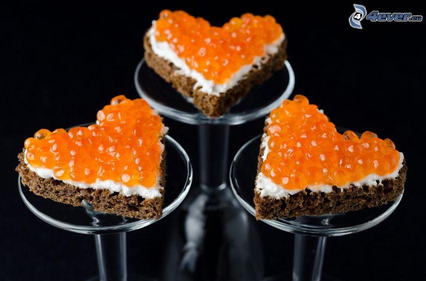 caviar, pan, corazones