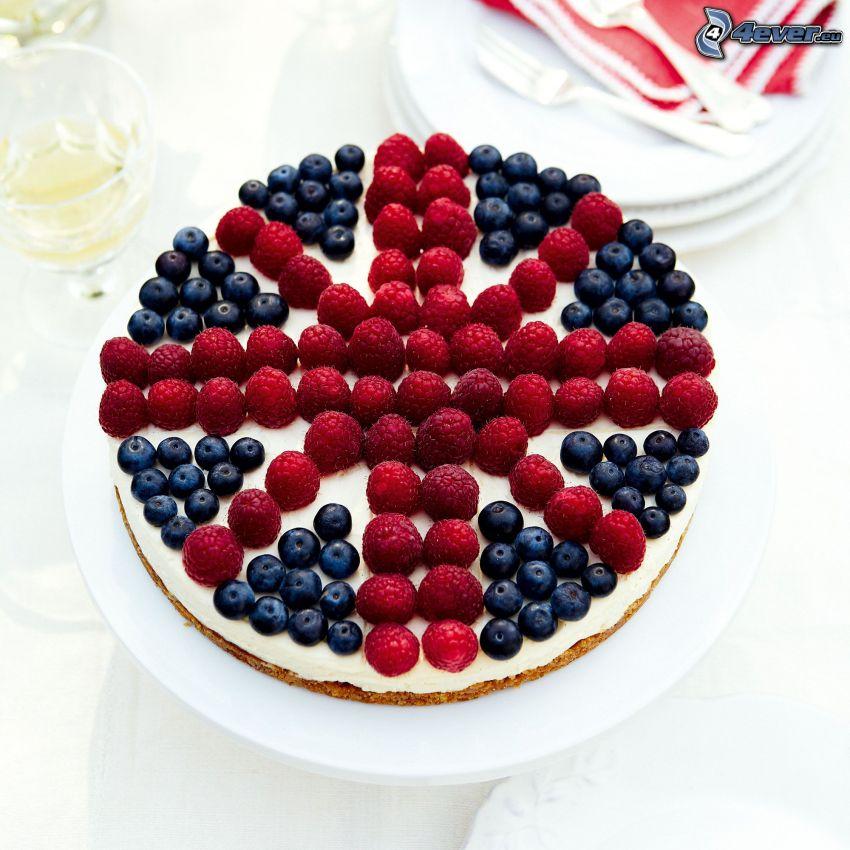 cheesecake, frambuesas, arándanos