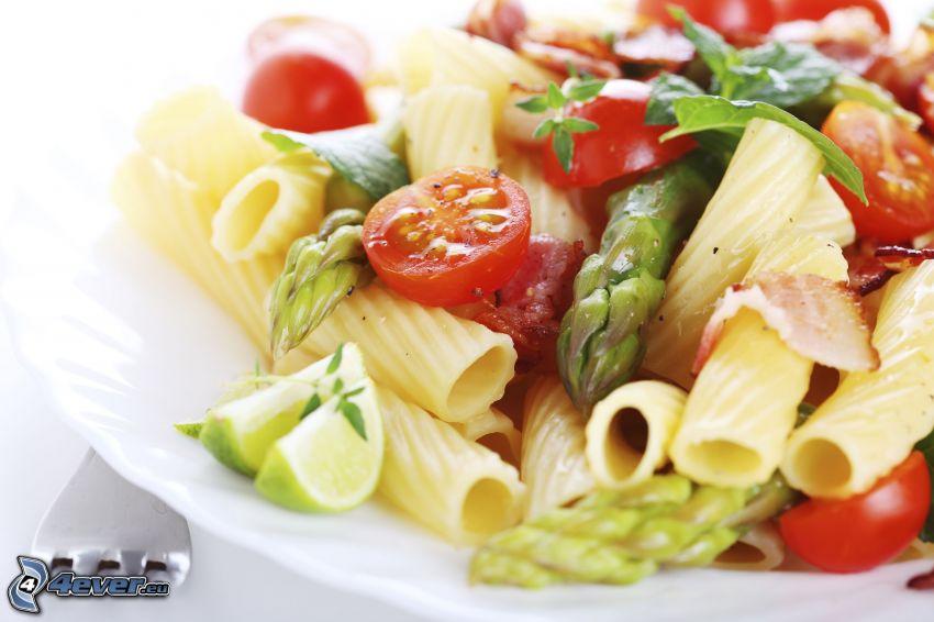Ensalada de pasta, tomates cherry