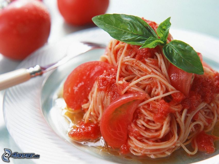 fideos, tomates, albahaca