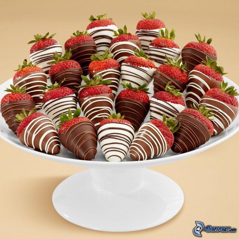 fresas cubiertas de chocolate, chocolate blanco y negro