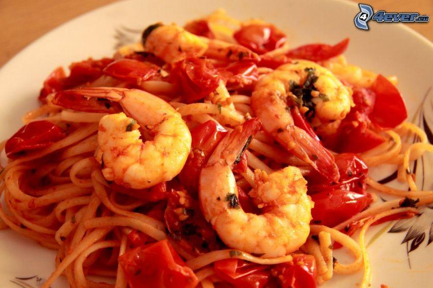 gambas rebozadas, espagueti, tomates