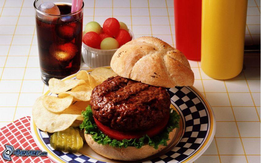 hamburger, chips, Coca Cola con hielo