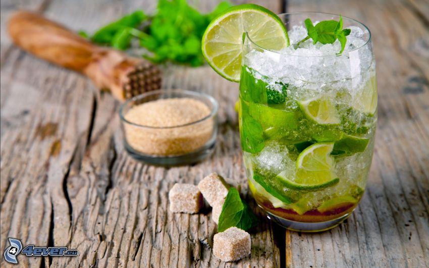 mojito, limero, hojas de menta, hielo, azúcar moreno integral