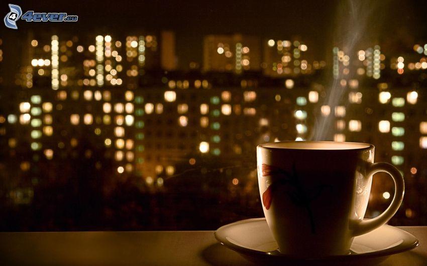 taza de café, ciudad de noche