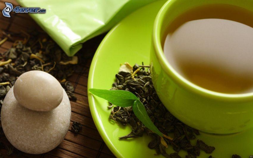 taza de té, clavos, piedras