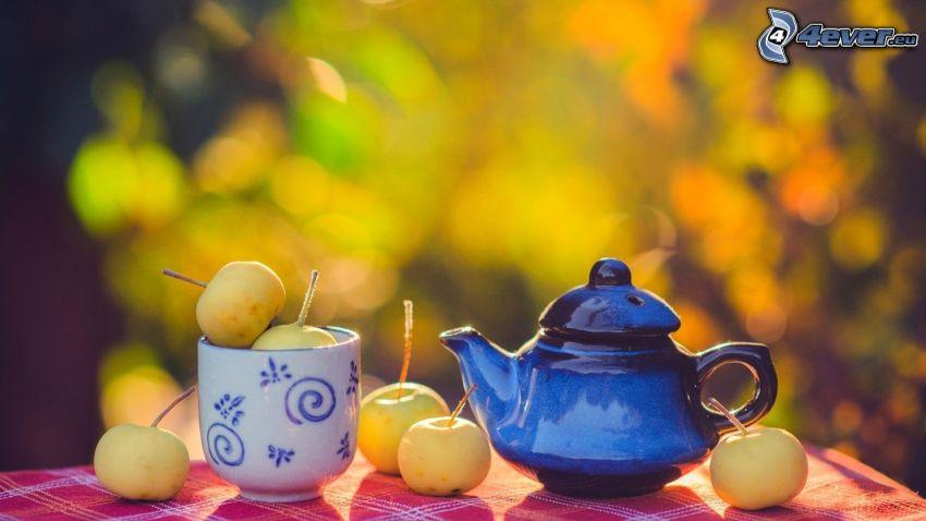 tetera, taza, manzanas