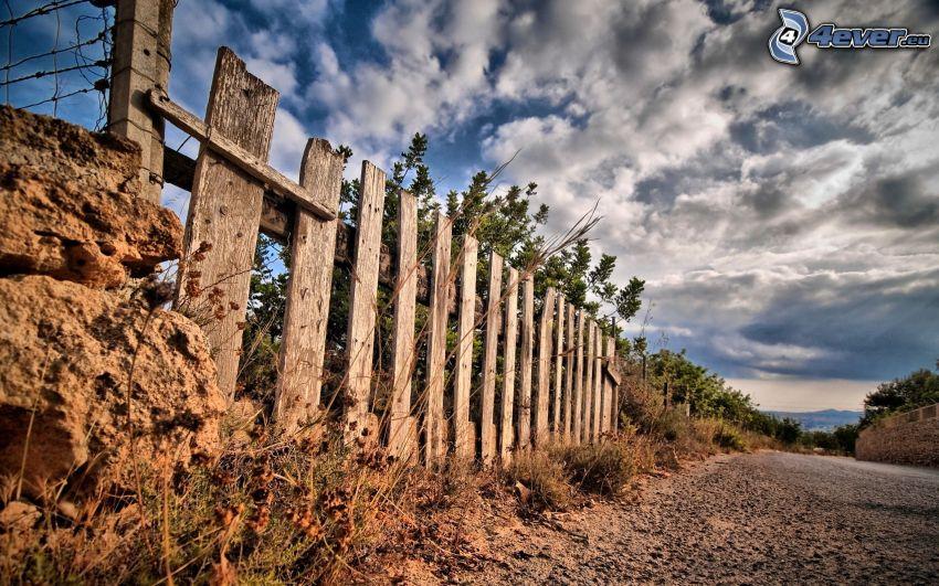 cerco de madera, camino, nubes, HDR