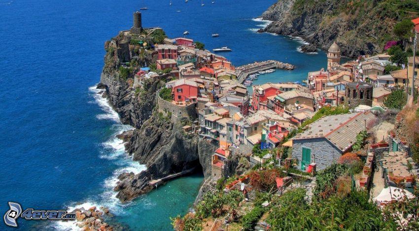 Cinque Terre, ciudad costera, acantilados costeros