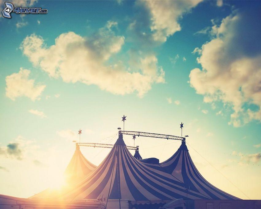 circo, nubes, puesta del sol