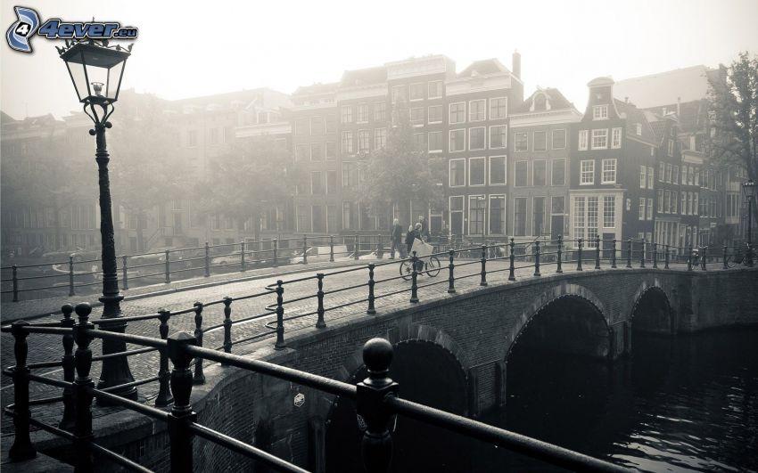 Amsterdam, puente de piedra, lámpara de calle