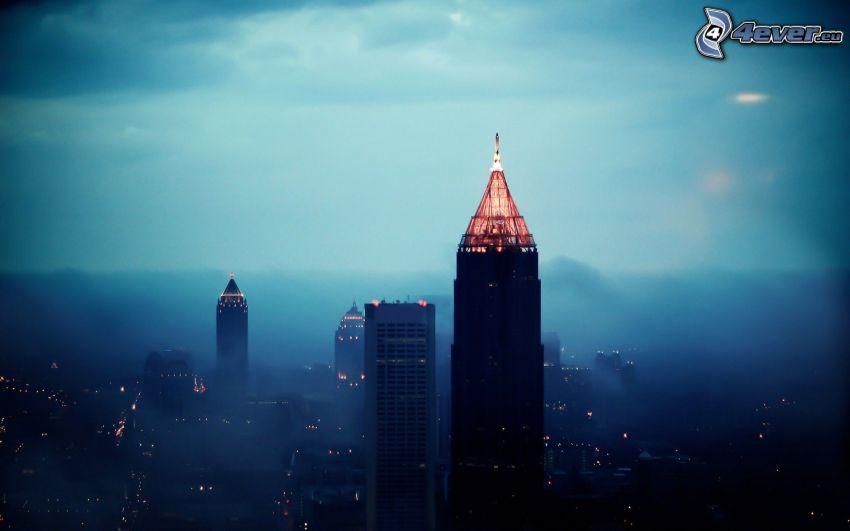 Atlanta, rascacielos, niebla, ciudad de noche