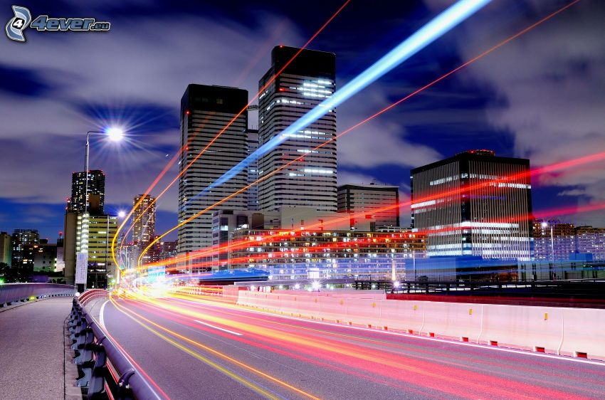 carretera por la noche, bloque de pisos, luces