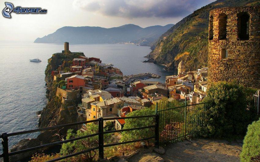 Cinque Terre, Liguria, Italia, ciudad costera, vista al mar