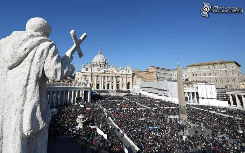 Ciudad del Vaticano, Plaza de San Pedro, multitud, estatua