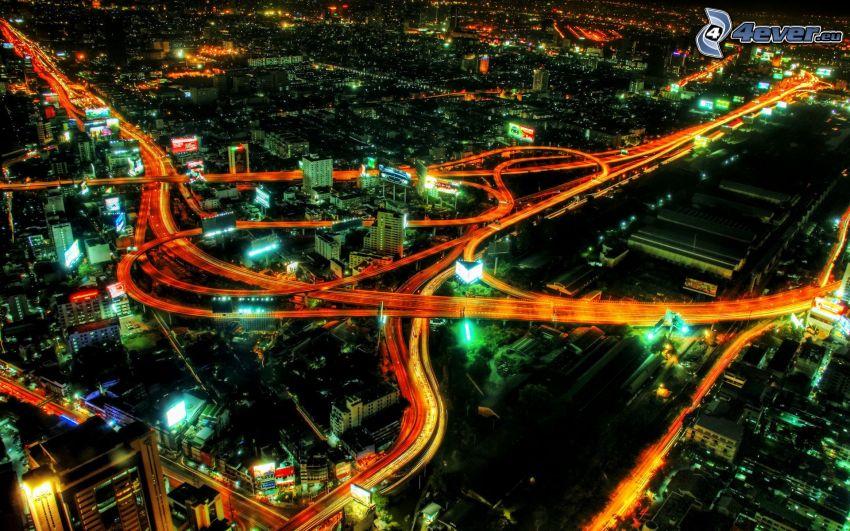 cruce en autovía, ciudad de noche, carretera en noche, HDR