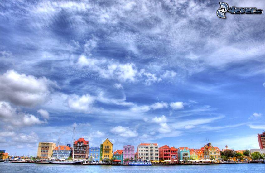 Curaçao, casas de colores, cielo