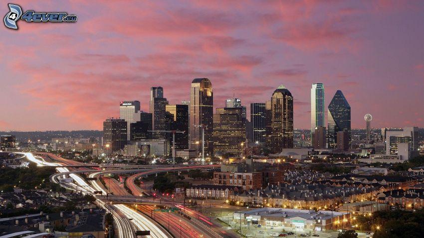 Dallas, rascacielos, Ciudad al atardecer, carretera por la noche