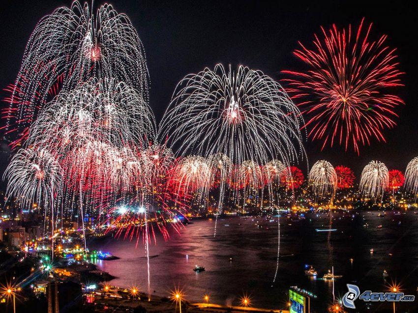 fuegos artificiales, ciudad de noche, lago