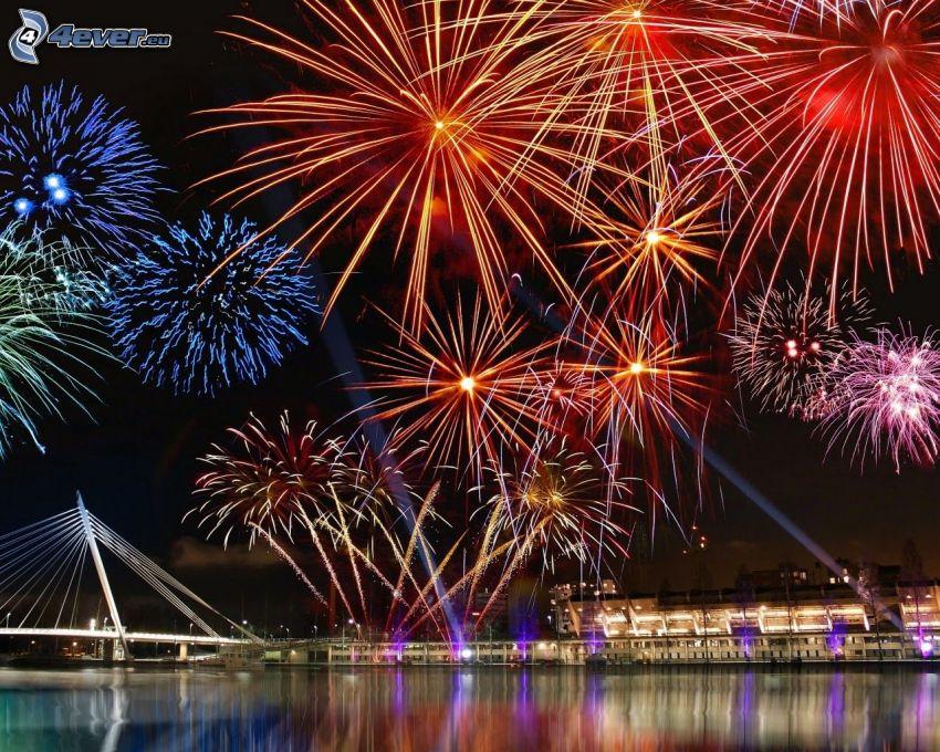 fuegos artificiales, ciudad de noche, río