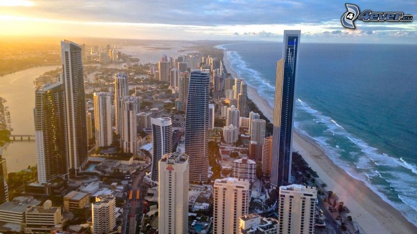 Gold Coast, rascacielos, playa de arena, después de la puesta del sol, Alta Mar