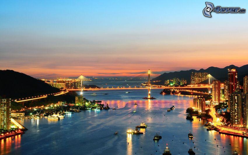 Hong Kong, puente iluminado