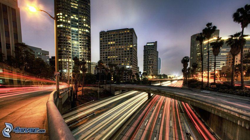 Los Angeles, carretera por la noche, puente