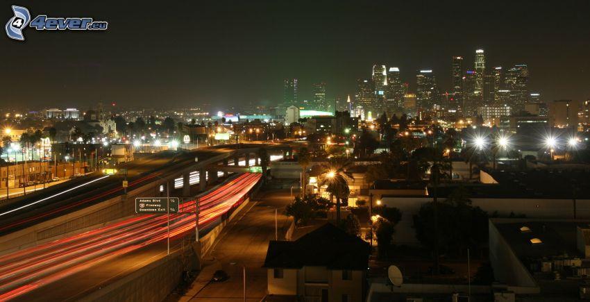 Los Angeles, ciudad de noche, carretera en noche, rascacielos