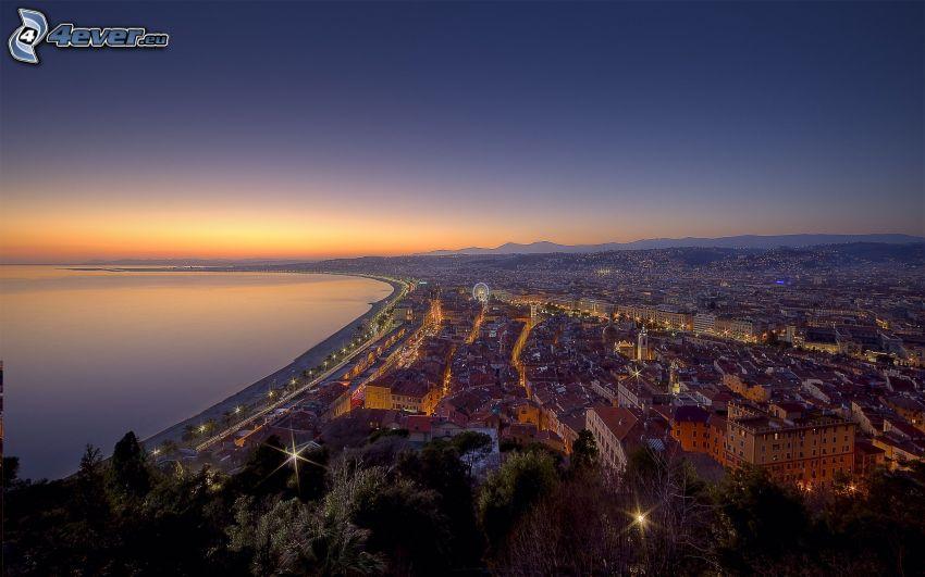 Nice, ciudad costera, cielo de la tarde, vistas a la ciudad