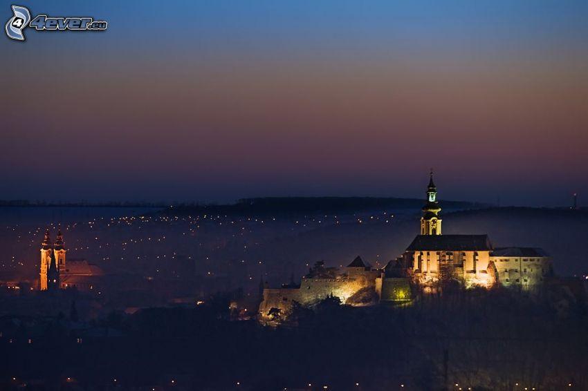 Nitra, castillo, noche, luces