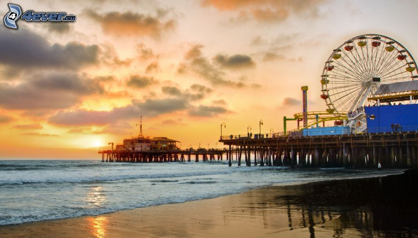 parque de atracciones, rueda de la fortuna, puesta de sol sobre el mar, playa de arena, Santa Monica