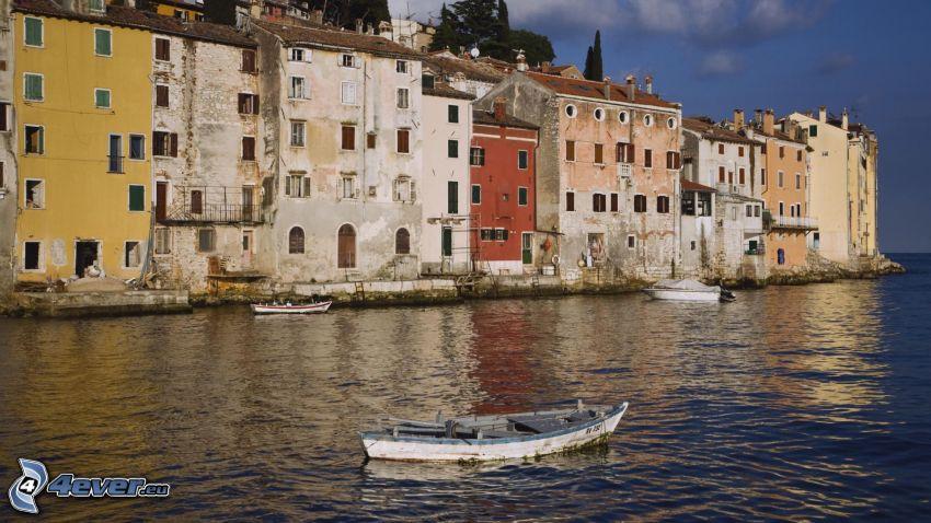 Rovinj, mar, casas, barco en el mar