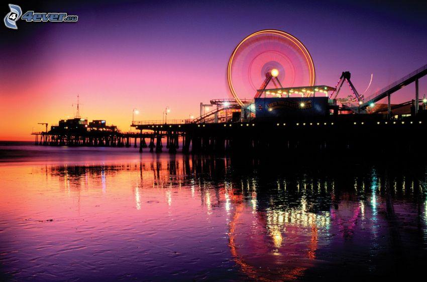 Santa Monica, parque de atracciones, rueda de la fortuna, cielo púrpura, mar, reflejo