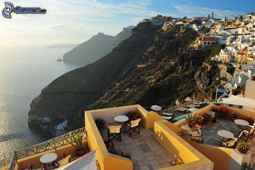Santorini, ciudad costera, vista al mar
