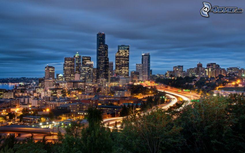 Seattle, Washington, rascacielos, carretera por la noche
