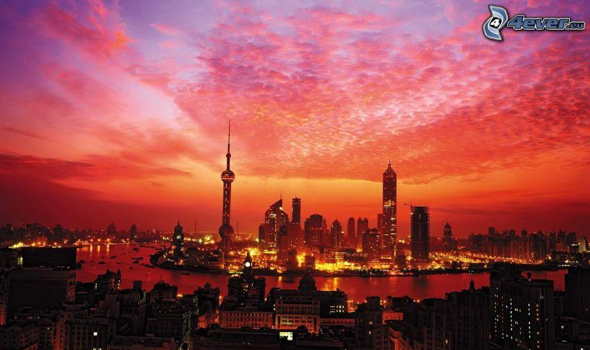 Shanghái, puesta de sol anaranjada