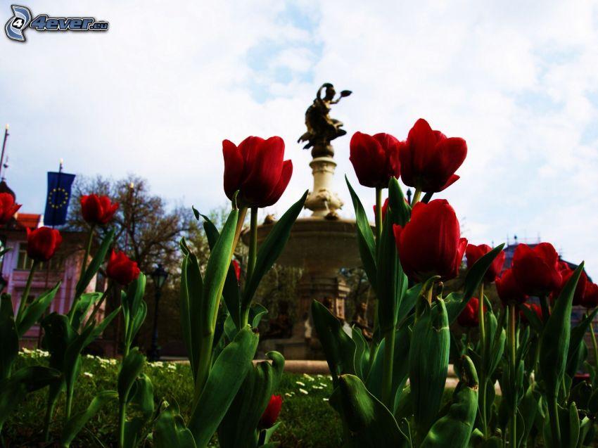 tulipanes rojos, estatua