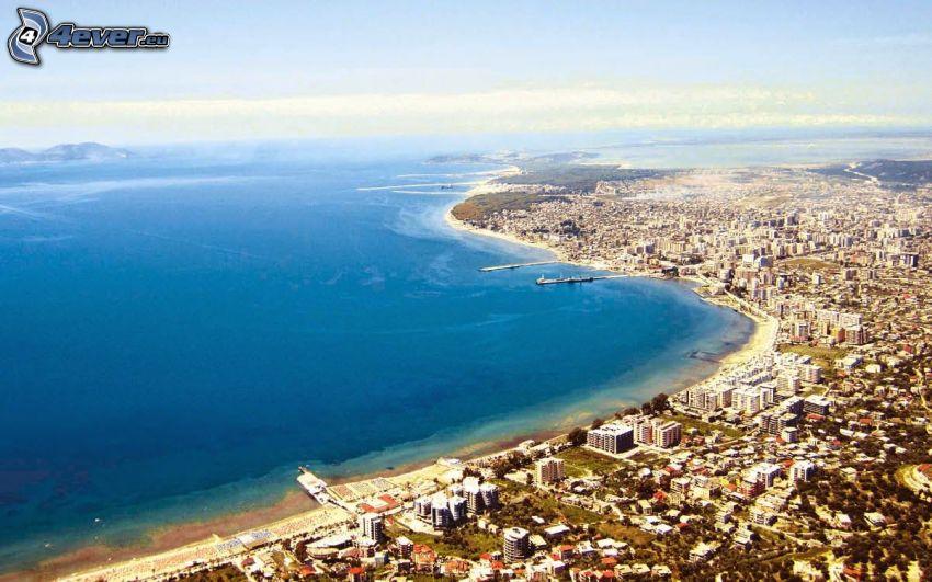 Vlora, ciudad costera, mar