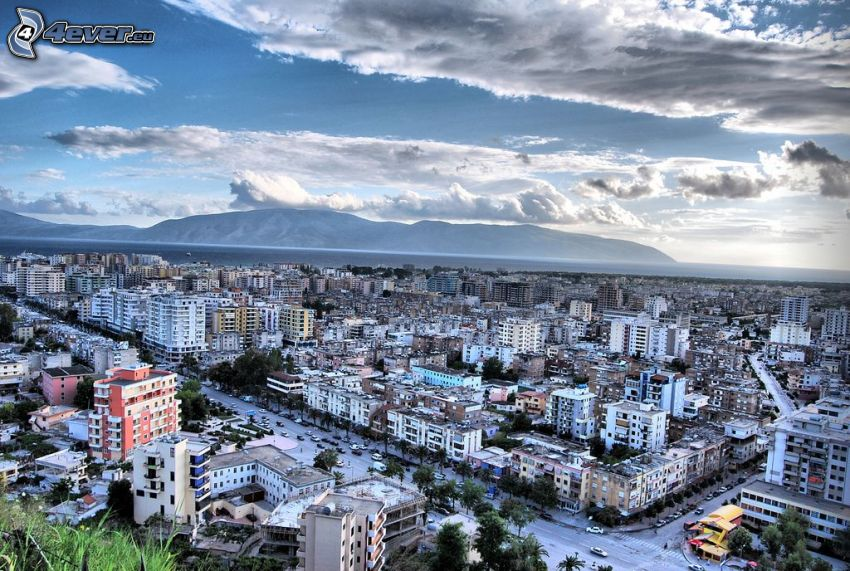 Vlora, ciudad costera, nubes