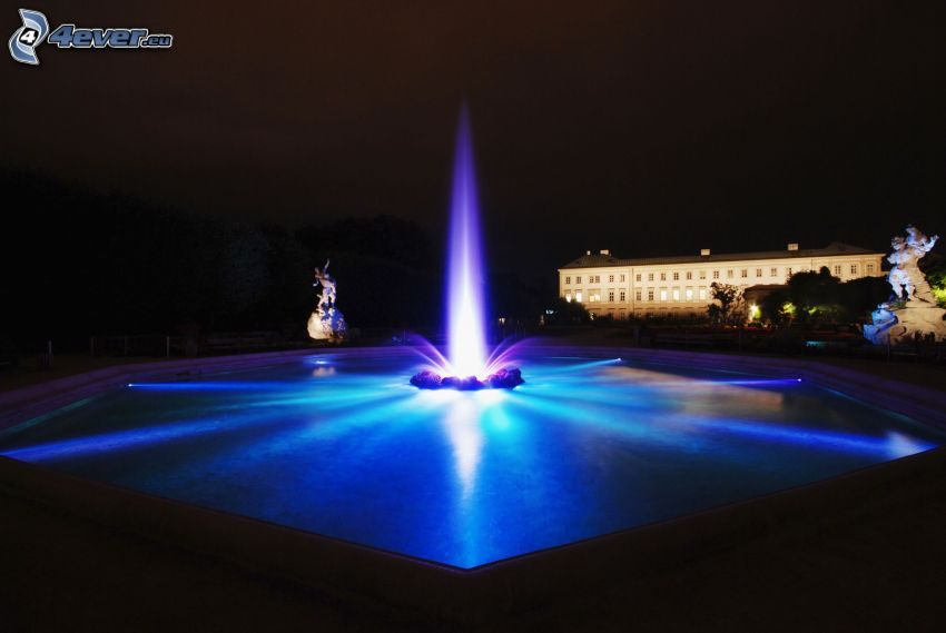 fuente, ciudad de noche