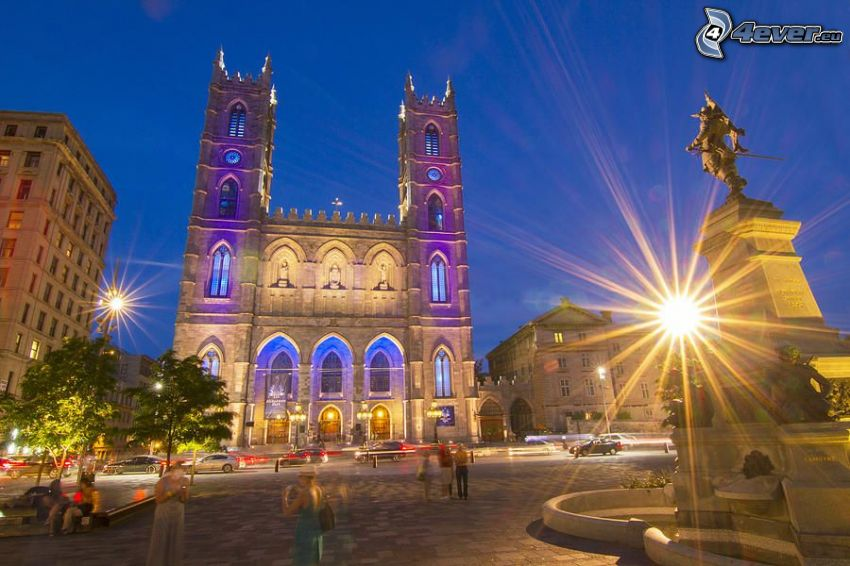 Basilica of Notre-Dame de Fourvière, ciudad de noche, plaza
