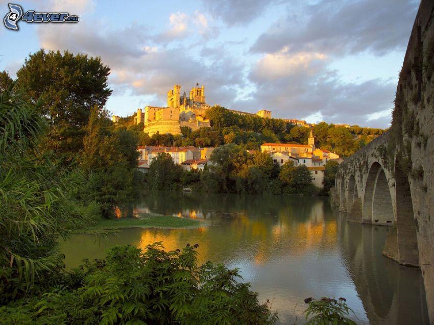 castillo, casas, río, puente de piedra