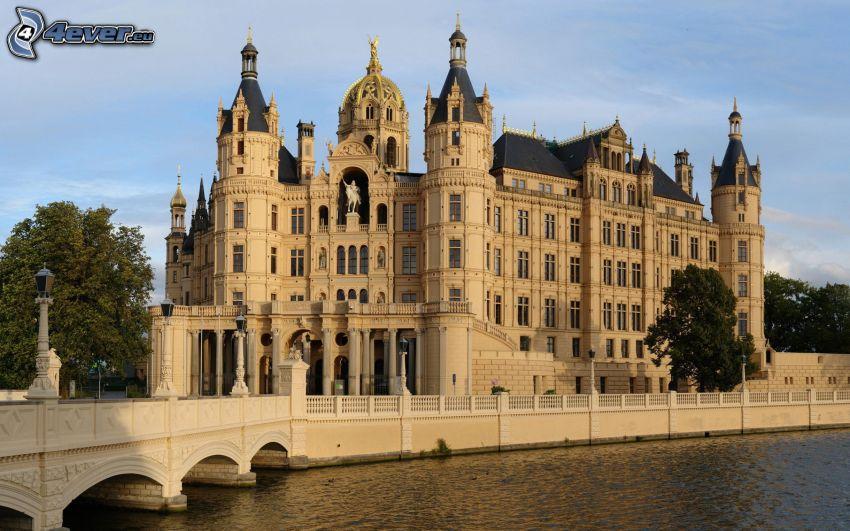 castillo, río