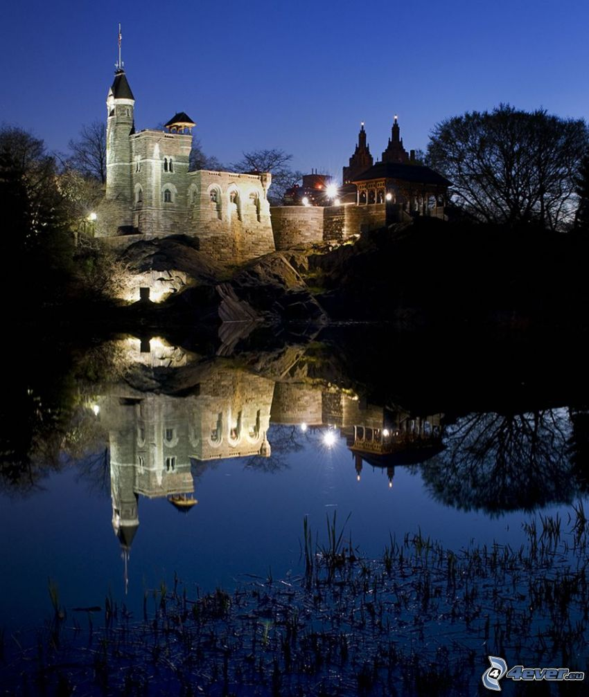 Castillo Belvedere, noche, reflejo