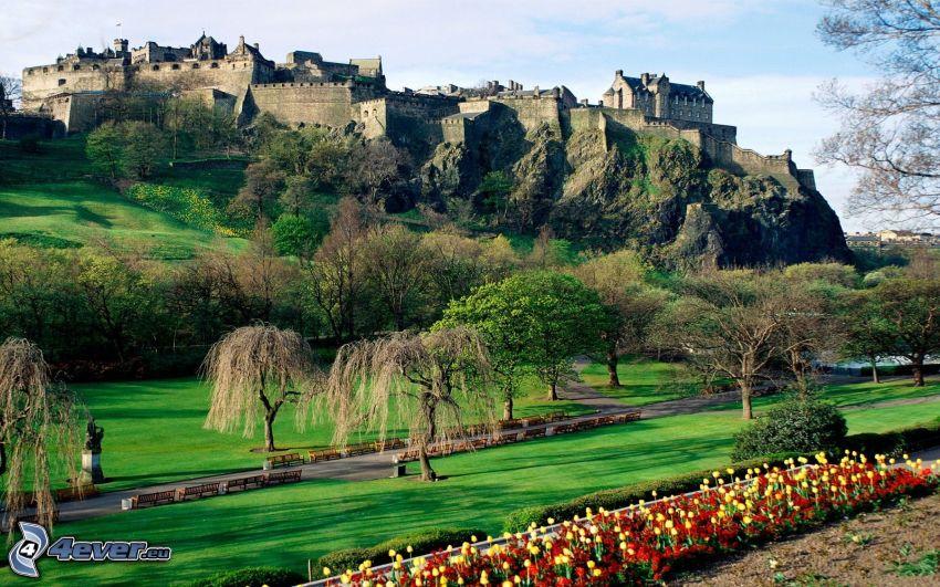 Castillo de Edimburgo, jardín, árboles