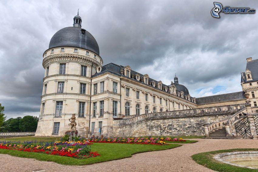 castillo de Valençay, nubes oscuras