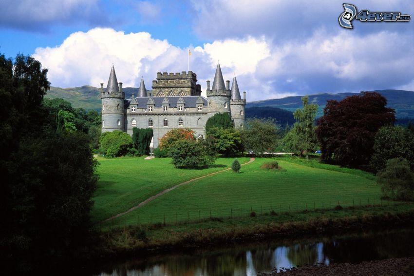 castillo Inveraray, Escocia, césped