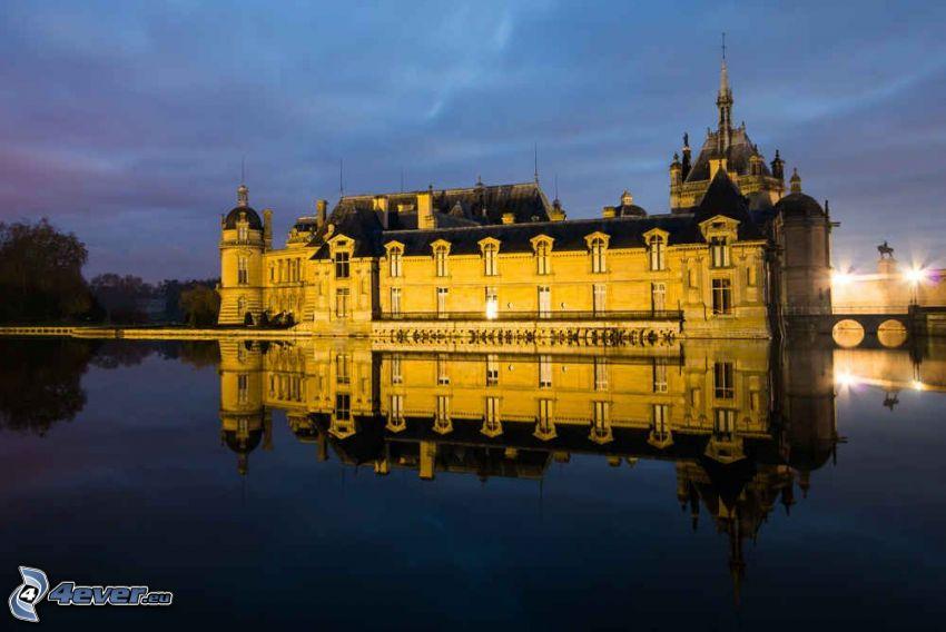 Château de Chantilly, atardecer, lago, reflejo