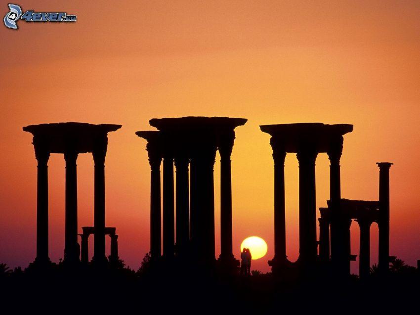 construcción antigua, columnas, siluetas, puesta del sol, pareja