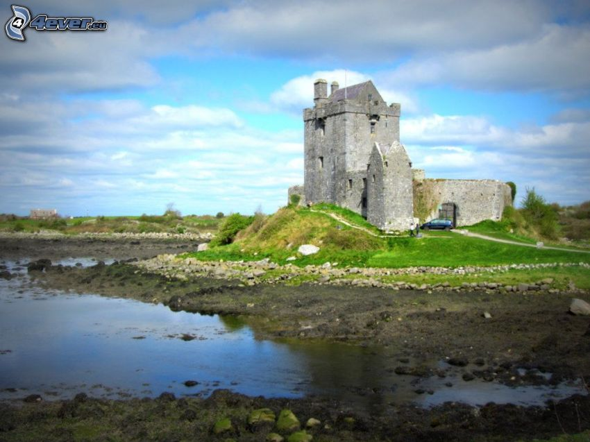 Dunguaire Castle, lago